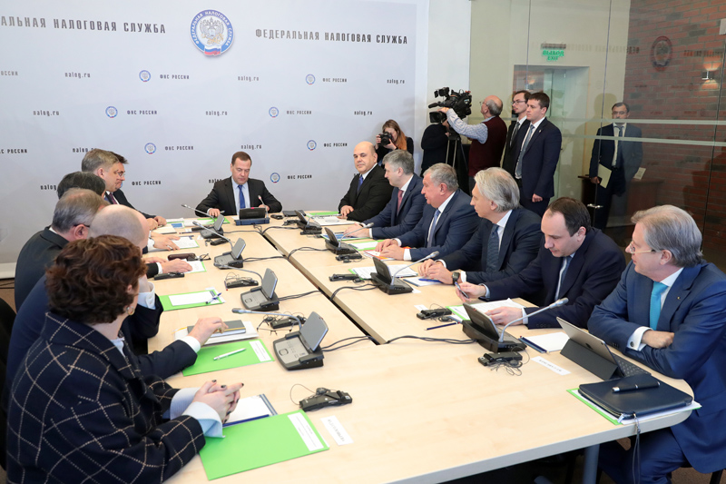 Дмитрий Медведев обсудил развитие системы налогового мониторинга на рабочем совещании в ФНС России