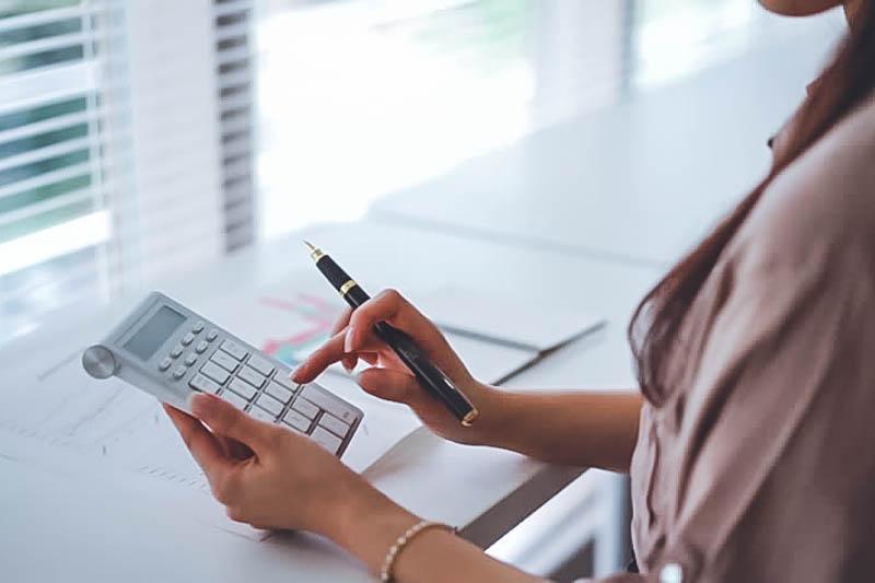 Переплата по НДС не влияет на обязанность уплатить проценты с сумм, которые были неправомерно возмещены в заявительном порядке