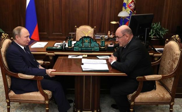 Президент России Владимир Путин провел рабочую встречу с руководителем ФНС России Михаилом Мишустиным