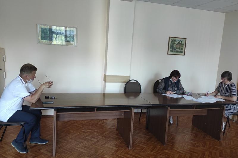 Сотрудники налогового органа приняли участие в заседании комиссии по защите интересов района в сфере экономики