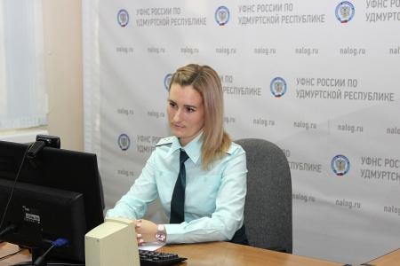 Государственный налоговый инспектор отдела работы с налогоплательщиками Управления Е.А. Захарчук
